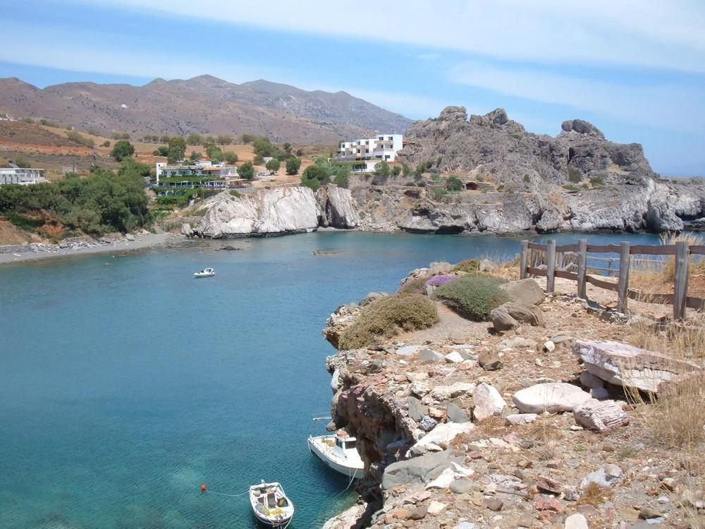 Schöne Bucht in Richtung der Insel Paximadia