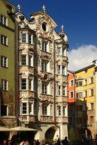 Schöne Fassaden sieht man in der der Innenstadt von Innsbruck. 2