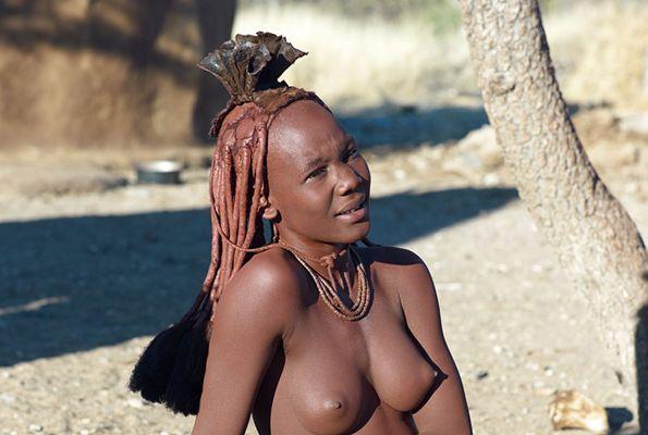Schöne Himba in Namibia