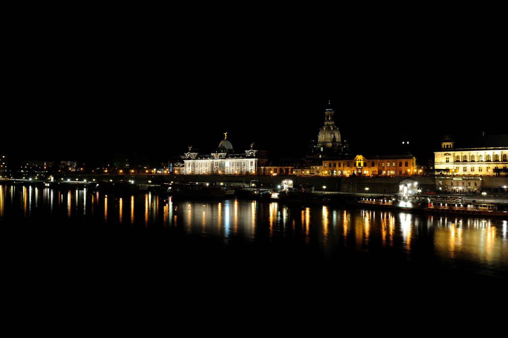 schöne Stadt Dresden in der Nacht