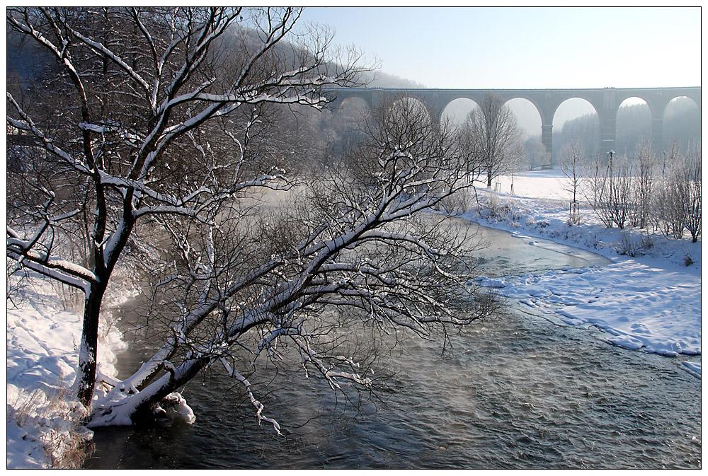 Schöne weiße Winterzeit