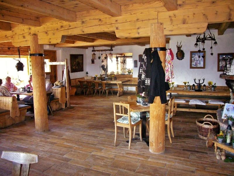 Schönes Ellmau: Rustikales Ambiente, Wochenbrunner Alm, Innenansicht 3