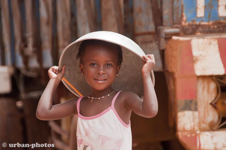 Schönheit auf der Straße von Banjul