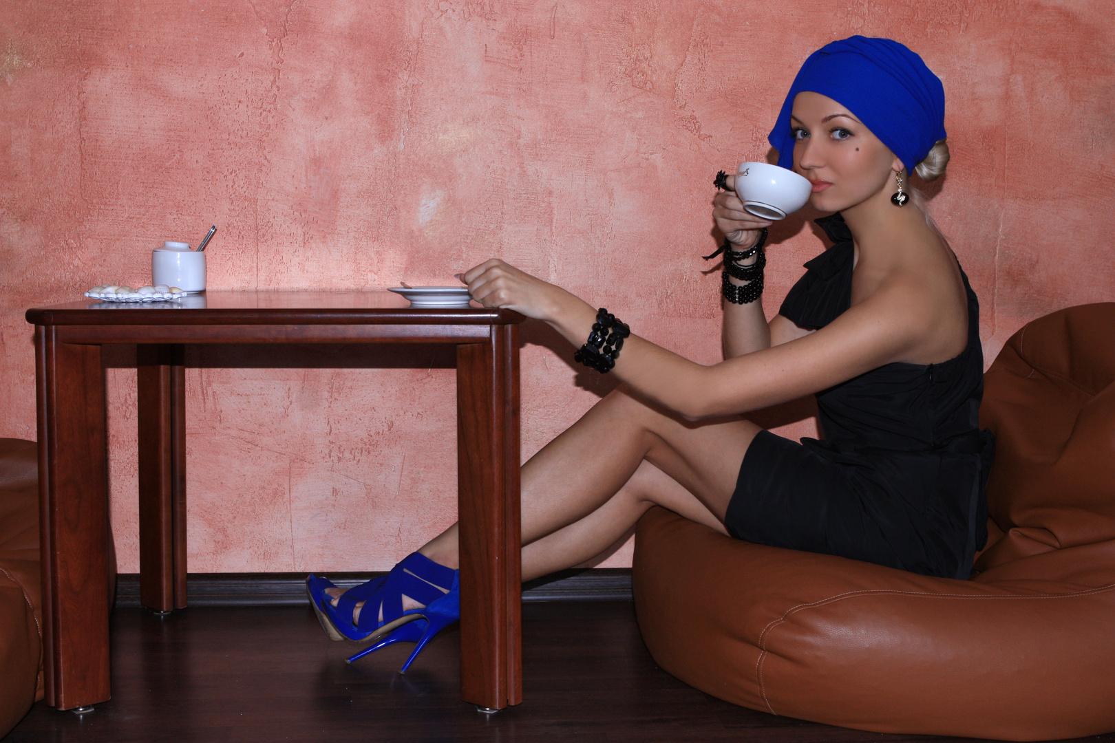 Schönheit trinkt Tee