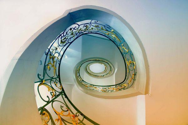 Schönheit unter den Treppen...