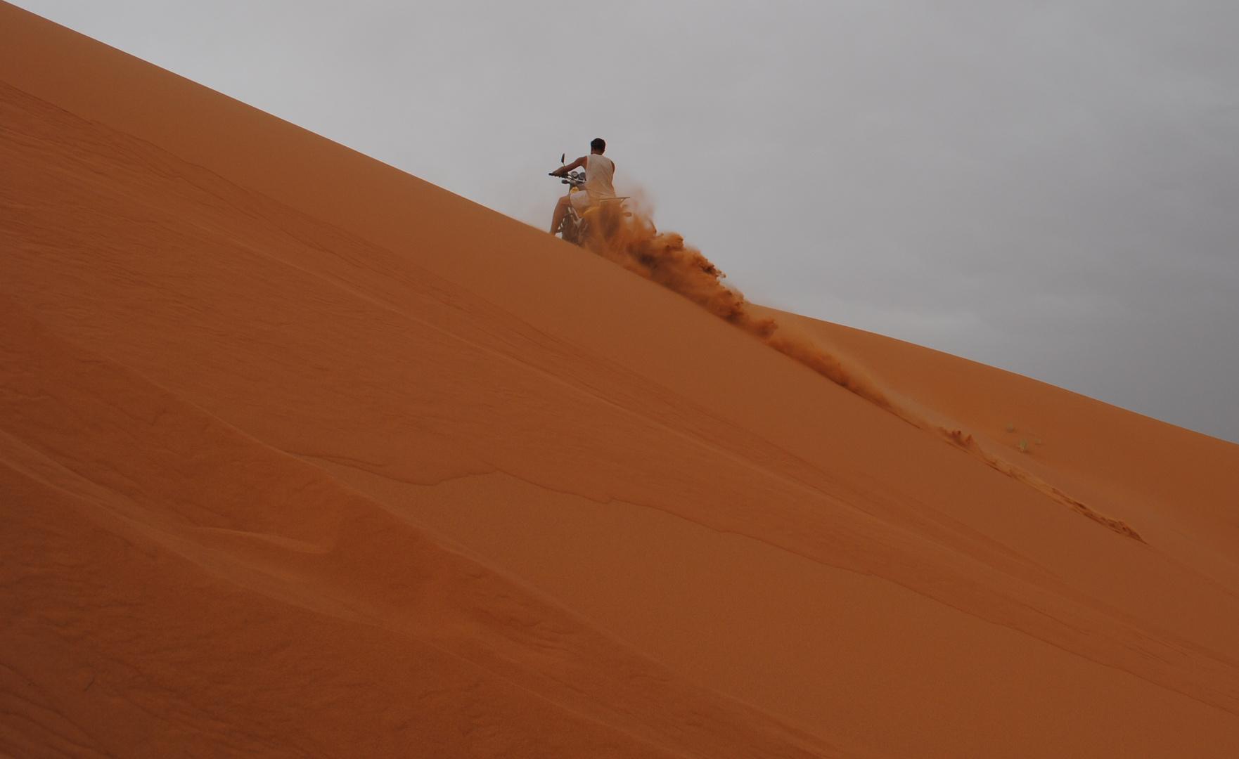Schonmal gesehen? Gedrosselte Suzuki SV 650 in der Sahara