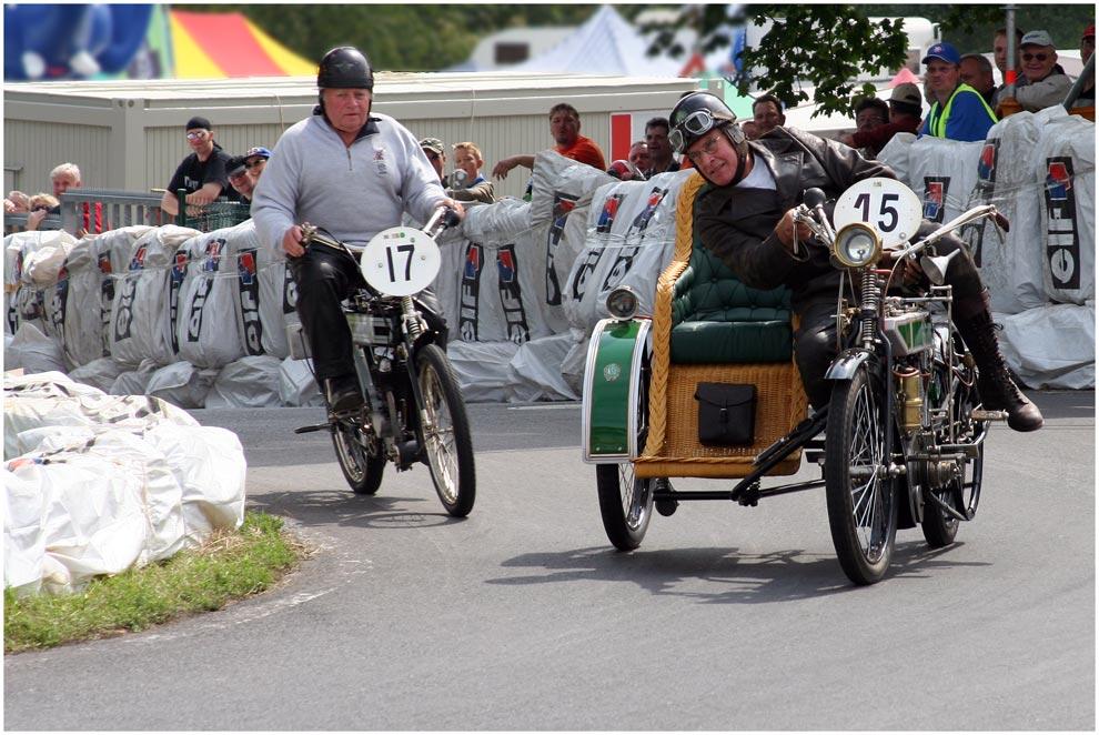 Schotten 2007 - Oldtimer mit Korbstuhl