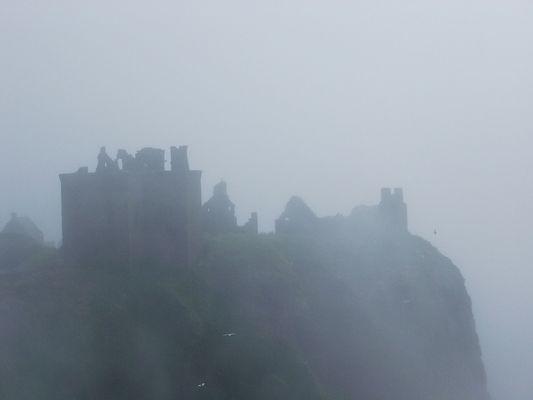 Schottisches Schloß im Nebel