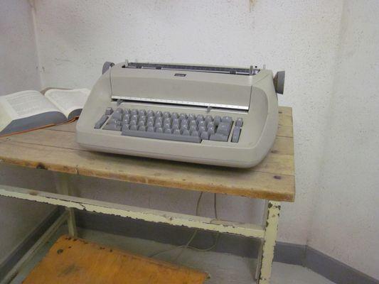 Schreibmaschine im Gefängnis