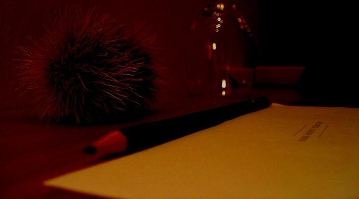 - Schreibtisch -