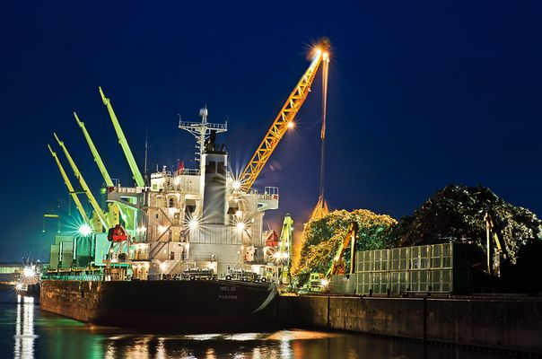 Schrottschiff - Hamburg Hafen, HDR (Exposure Blending)