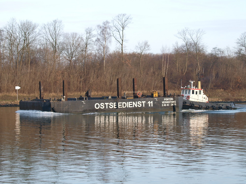 Schubverband PONTON OSTSEEDIENST 11 mit Schlepper ANTON auf dem Nord-Ostsee-Kanal