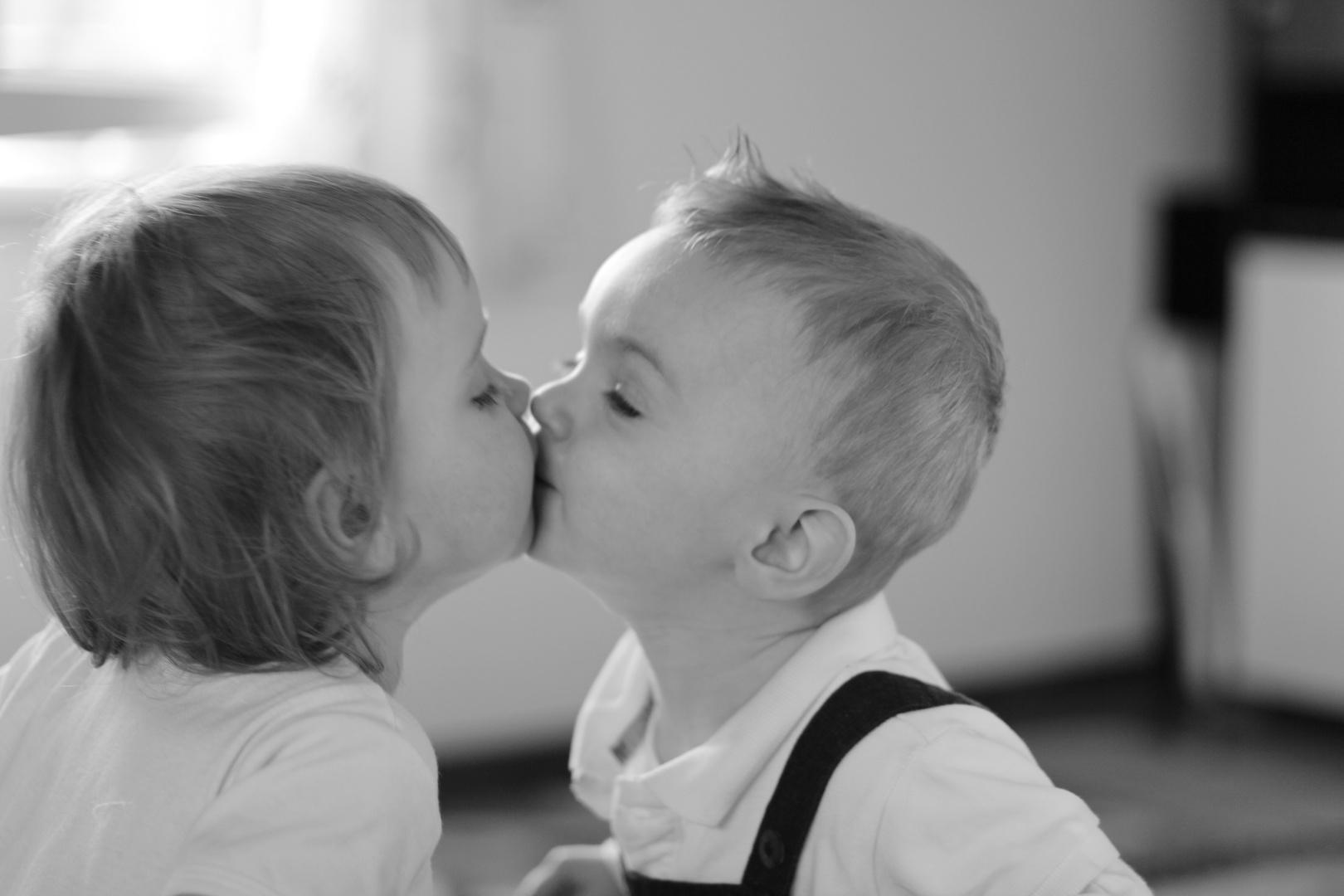 schüchterner Kuss