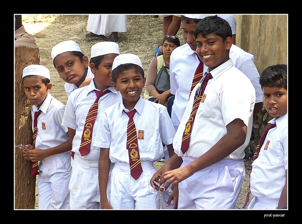 Schüler auf einem Ausflug in Pinnawela