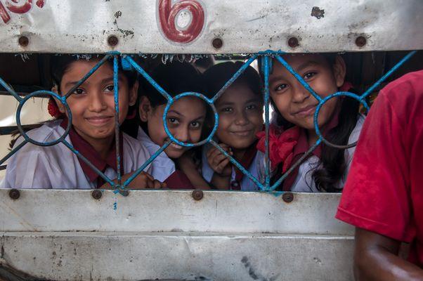 Schülertransport in Indien in Kalkutta