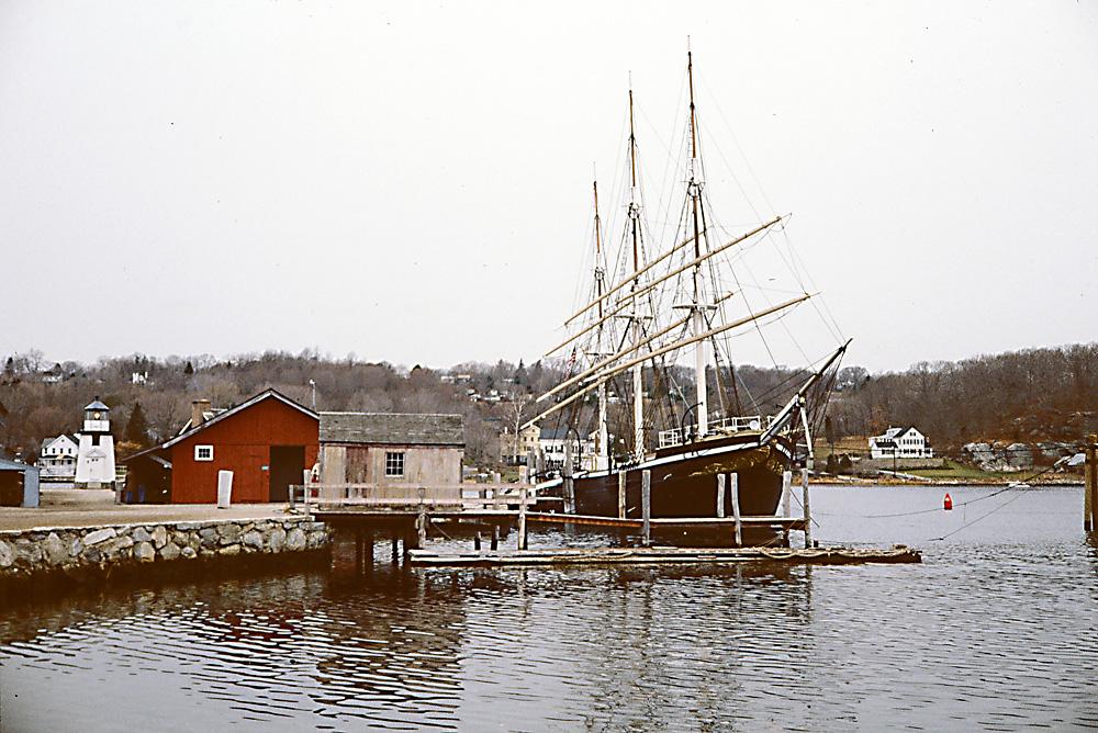 Schulschiff JOSEPH CONRAD im Museumshafen Mystic Seaport, Conn., USA