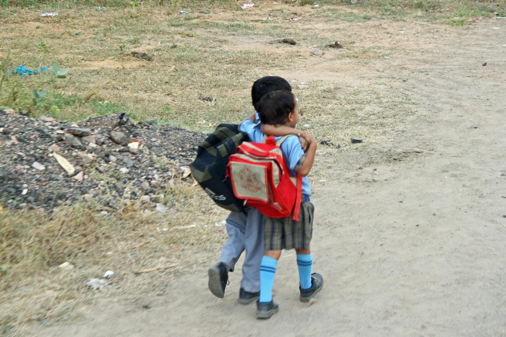 Schulweg in Indien