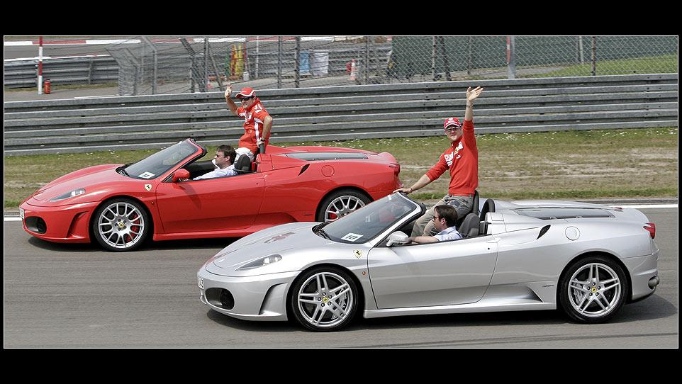 Schumi und Barrichello bei der Fahrerparade 29.05.05