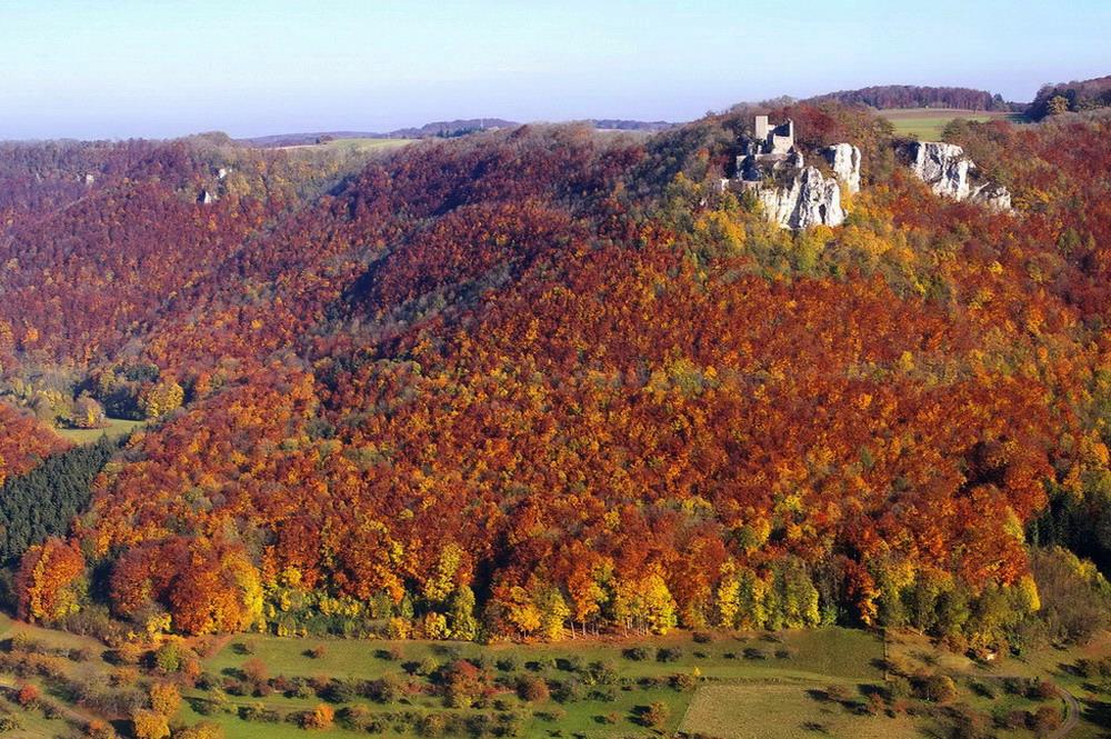 Schwäbische Alb. Der Reußenstein im Herbstschmuck