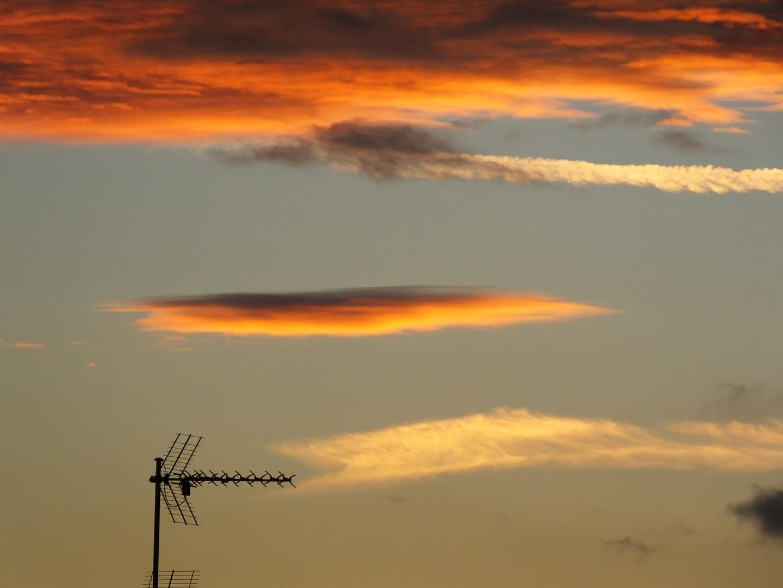 Schwarz, Rot, Gold. Sonnenuntergang Bild 2.