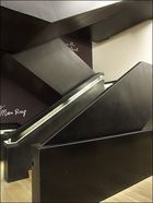 Schwarze Treppe