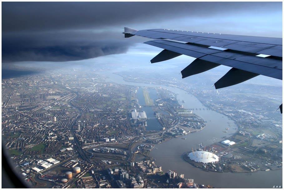 Schwarze Wolken über London