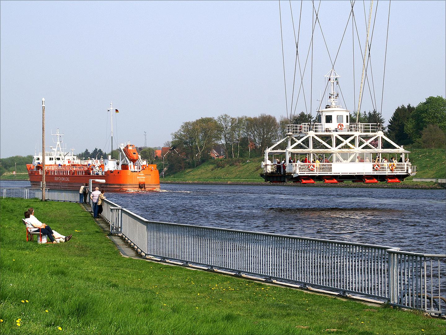 Schweben über den Kanal (I)