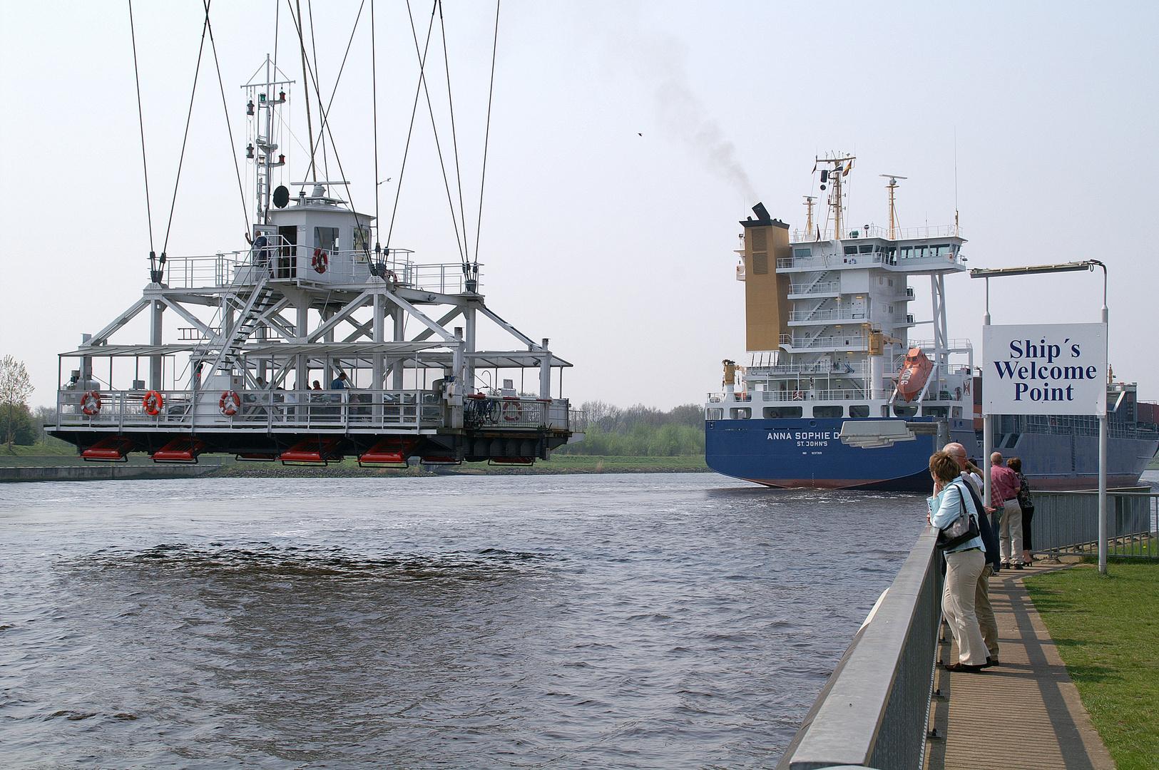 Schweben über den Kanal (II)
