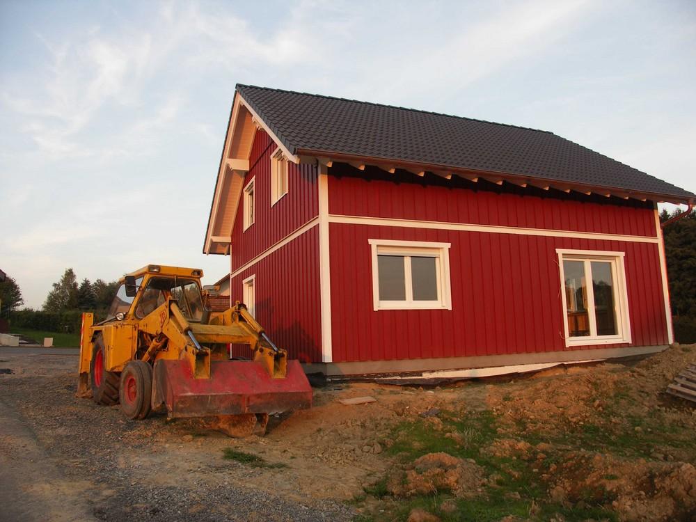 Schwedenhaus mit Bagger