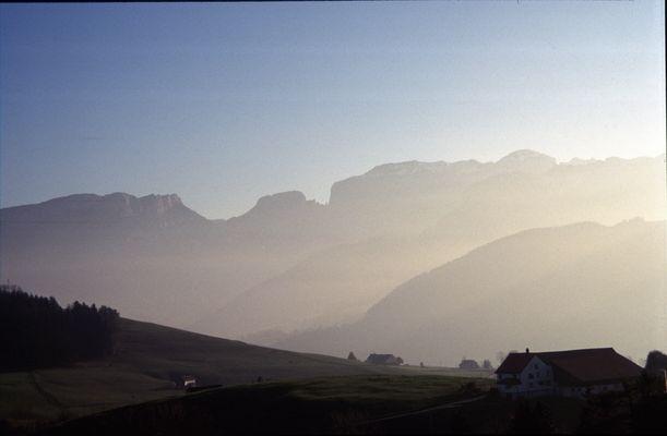 Schweitzer Berge im Nebel