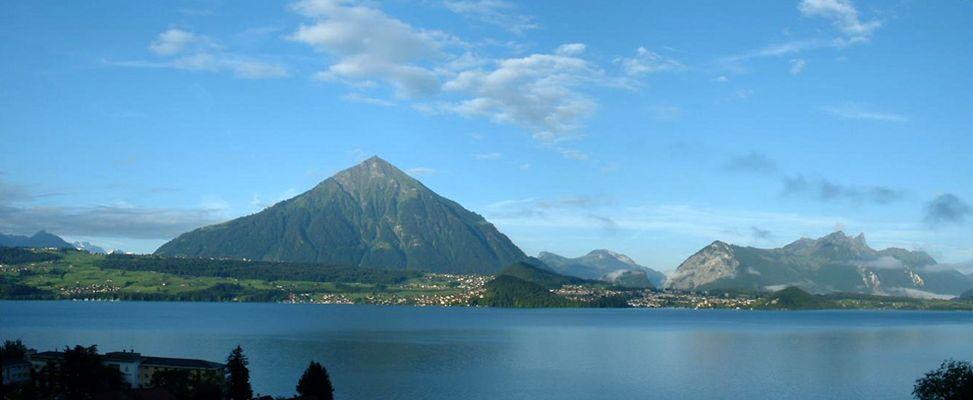Schweiz - Thuner See mit Bergpanorama