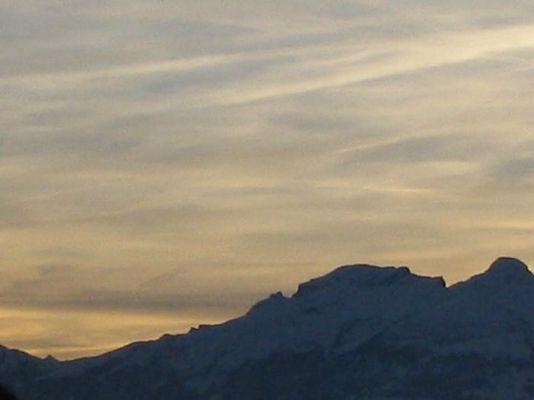 Schweizerberge im Spätnachmittagrot