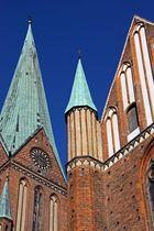 Schweriner Dom - Glockenturm und Eingang