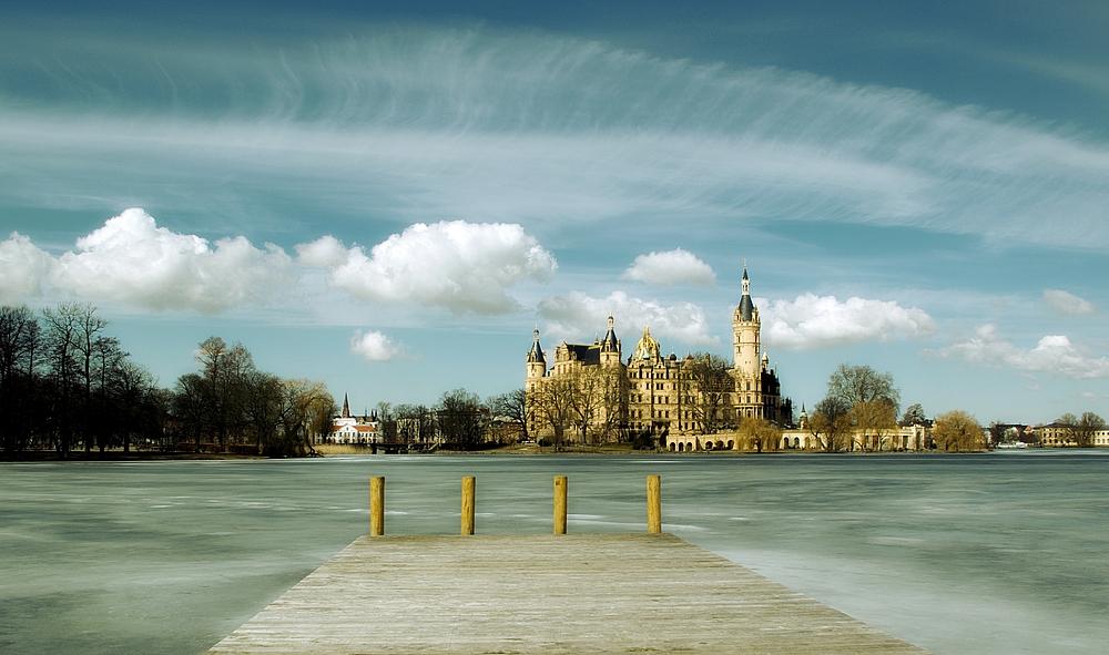 Schweriner Schloss im April