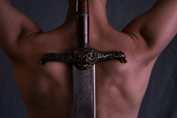 Schwert auf Rücken