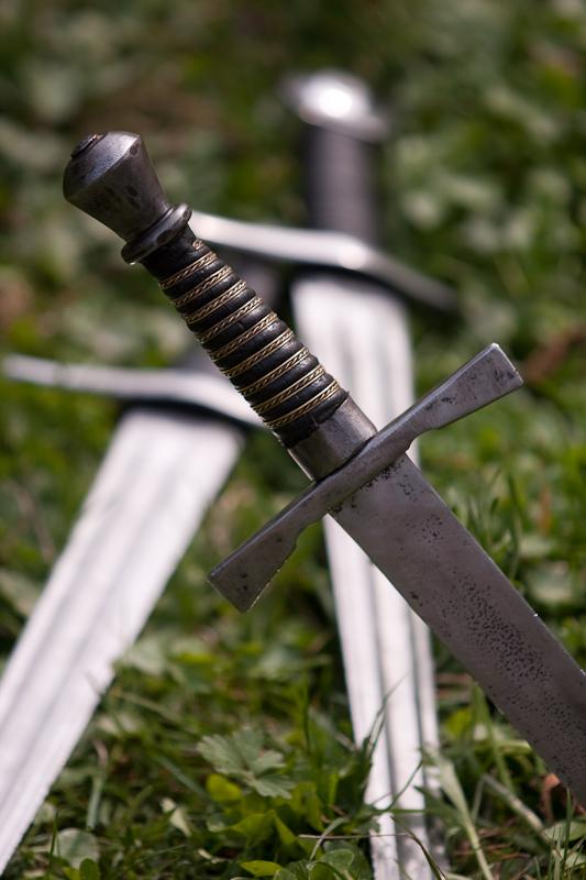 Schwerter und Dolch