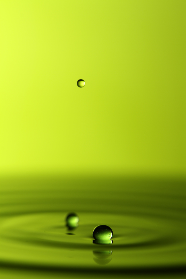 schwimmende Wassertropfen
