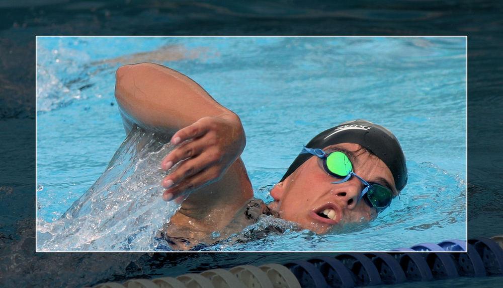 Schwimmerin im Freibad