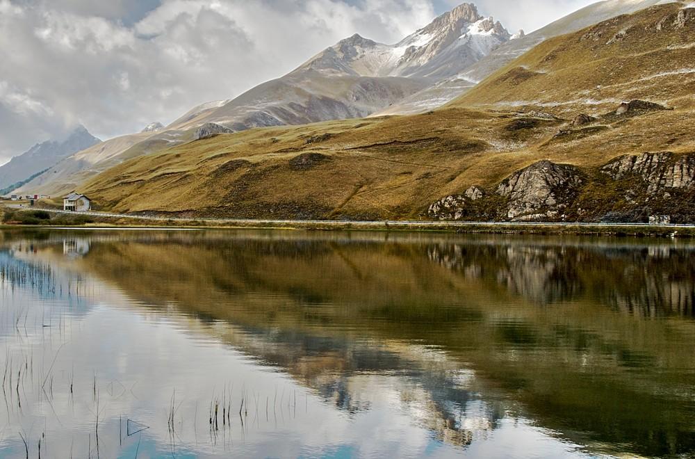 Scorcio del Lago della Maddalena in veste autunnale