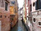 Scorcio su un canale di Venezia.