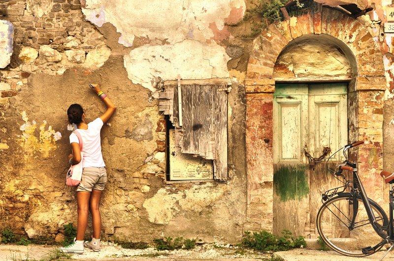 Scrivo sui muri foto immagini criticatemi temi foto for Disegni sui muri di casa