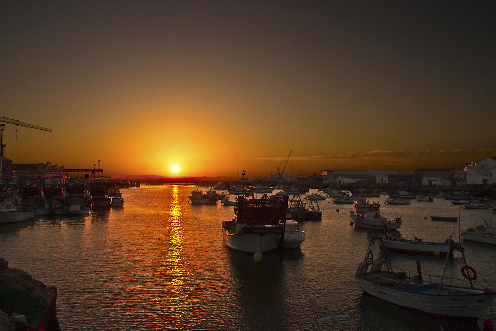 Se acerca la noche en el puerto (para estrella)