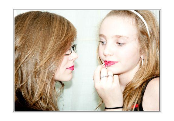 séance de maquillage.