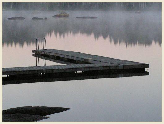See in Schweden, morgens um 5 Uhr