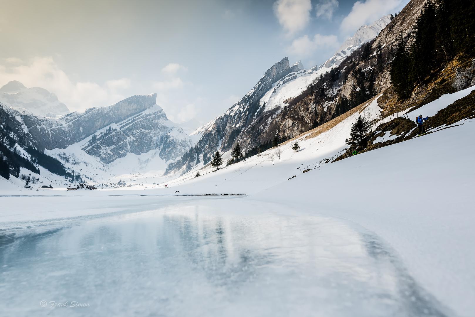 Seealpsee im winter foto bild landschaft bach fluss for Teich im winter