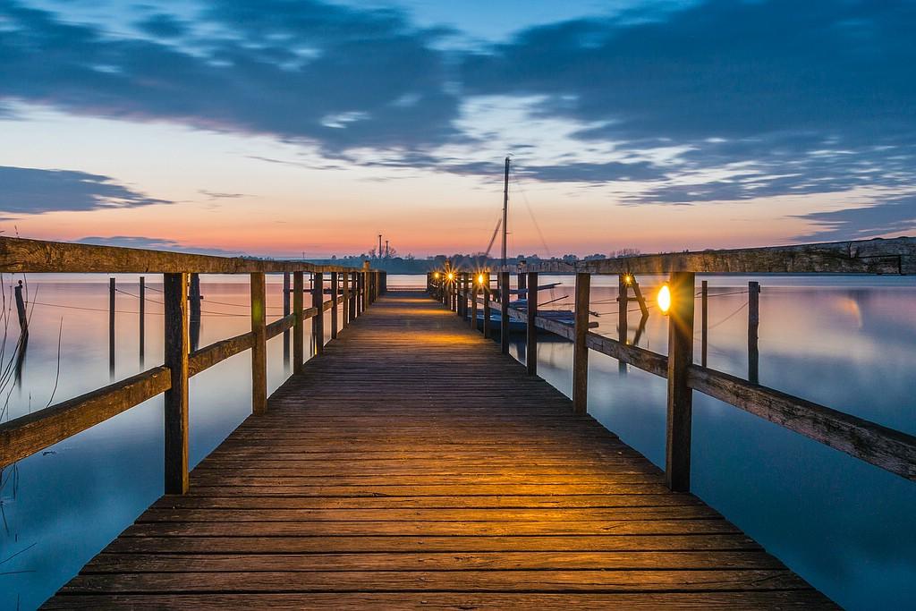 Seebrücke im Sonnenuntergang