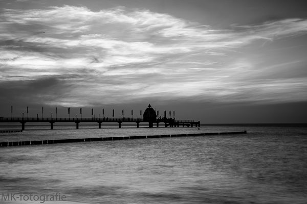 Seebrücke mit Tauchglocke in Zingst auf dem Darß