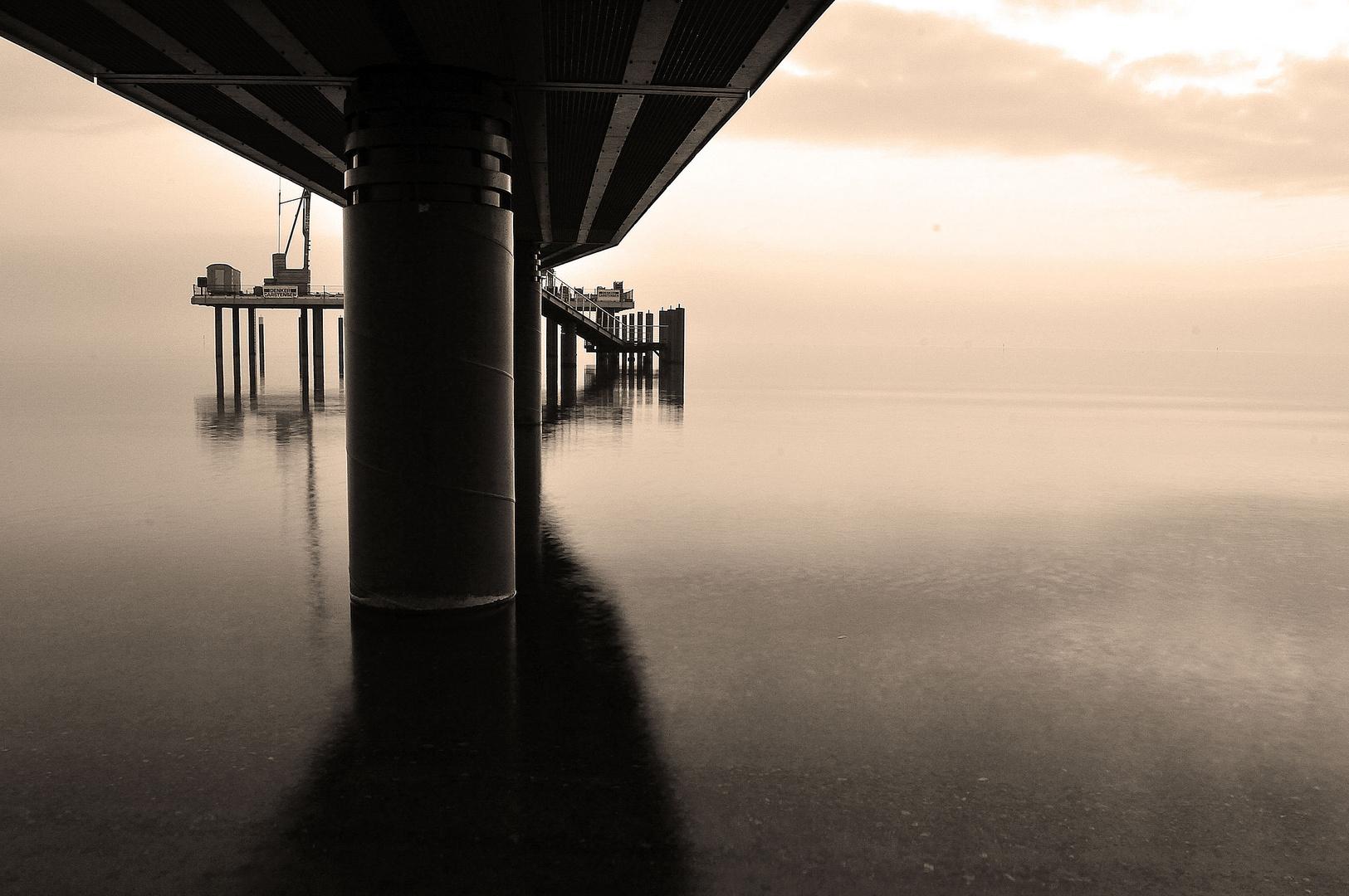 Seeschlösschenbrücke Timmendorfer Strand bei sehr ruhiger See