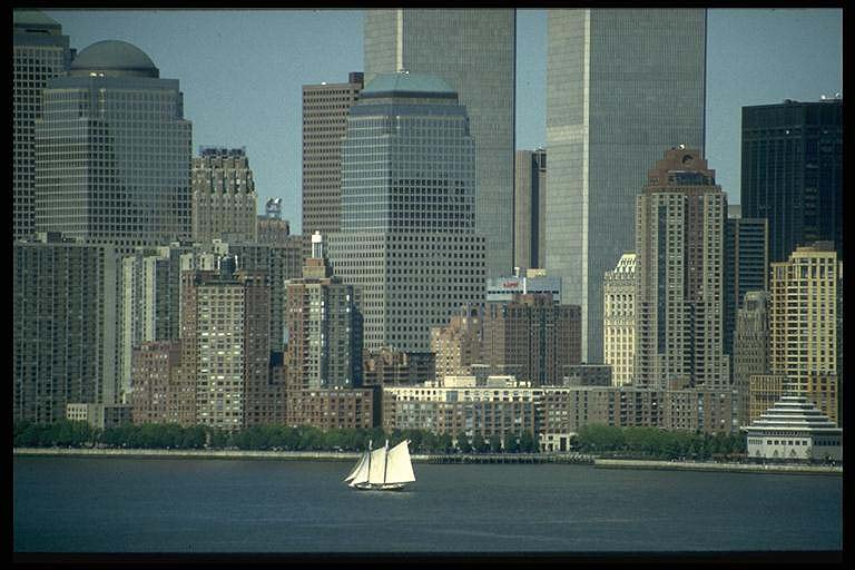 Segelboot vor Manhattan