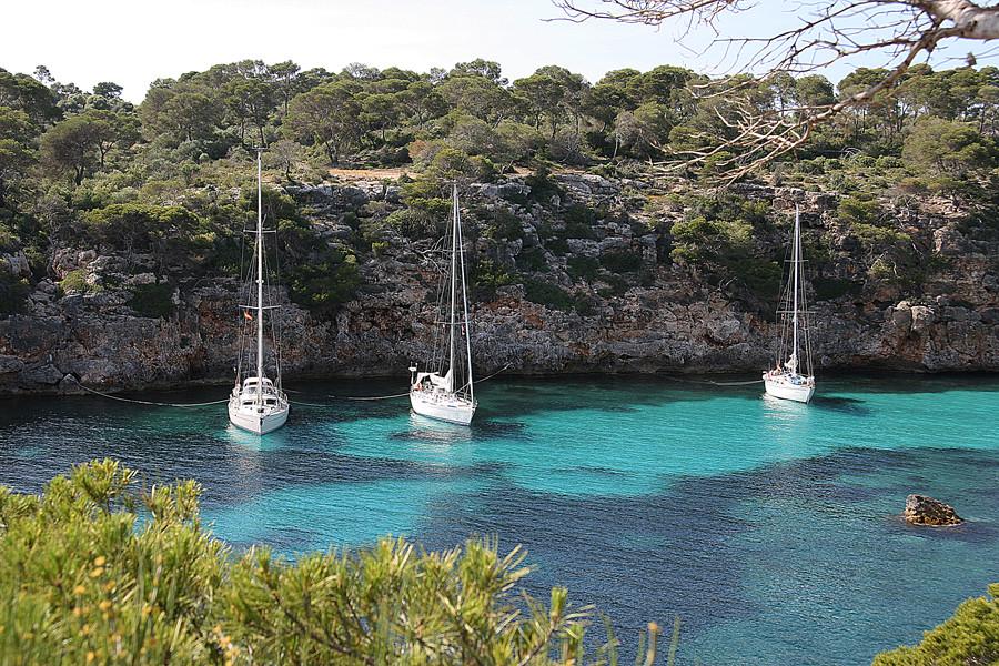 Segelboote in der Bucht